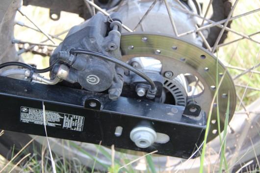A hátsó féknek igen nagy jelentősége van a Sertao használata során