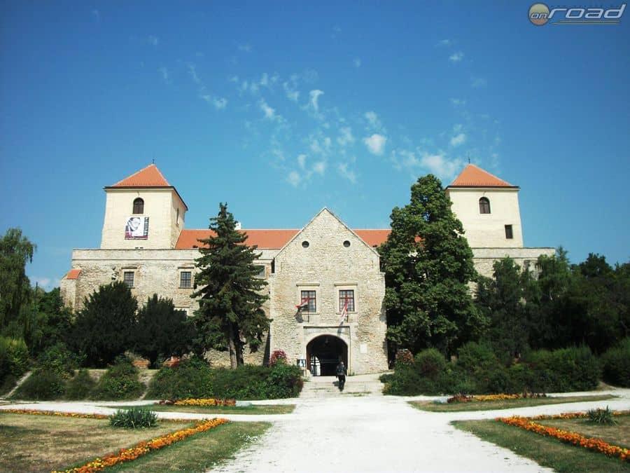 A Thury-vár Várpalotán
