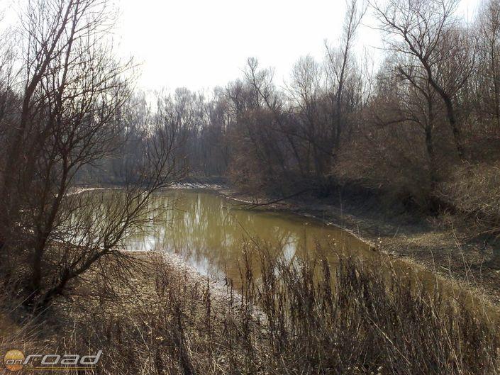 A Duna mellett az árvizek után több helyen maradnak meg vizek