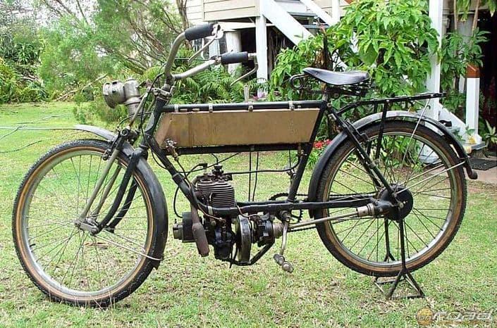 Egy 1910-es egyhengeres FN motorkerékpár - természetesen kardántengellyel