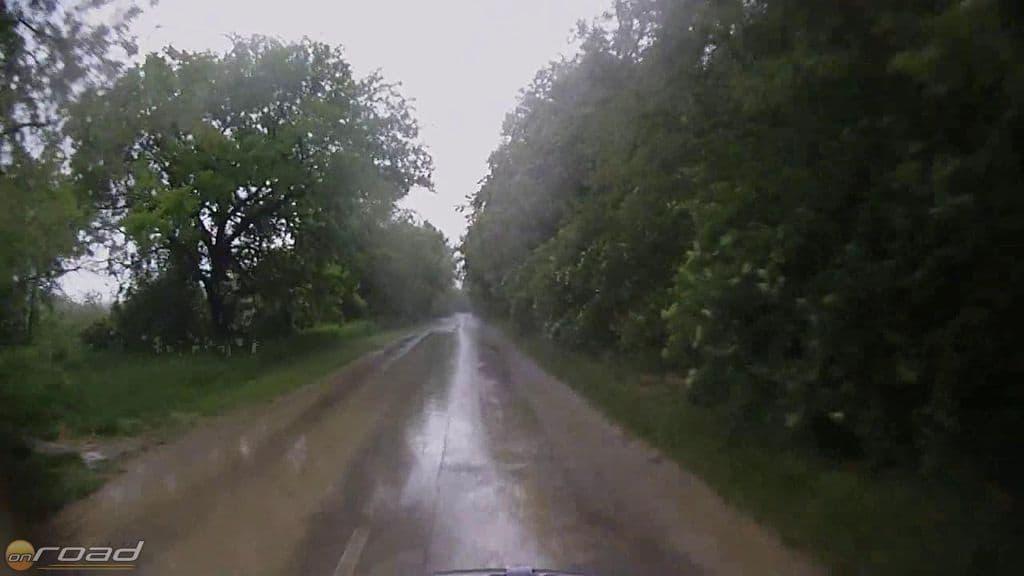 Eső és sár a tolnai utakon