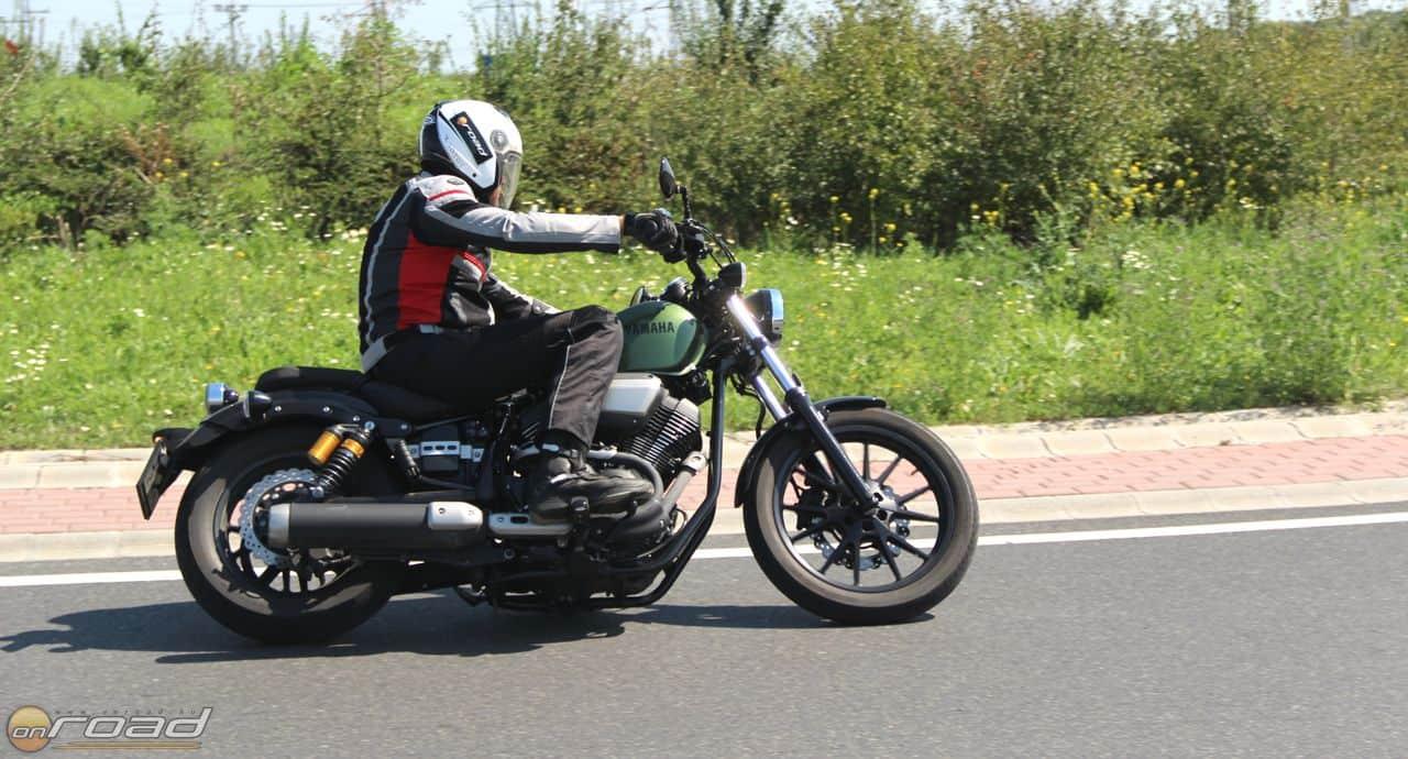Nagyon kellemes motorozni vele - tökéletes az üléspozíciója