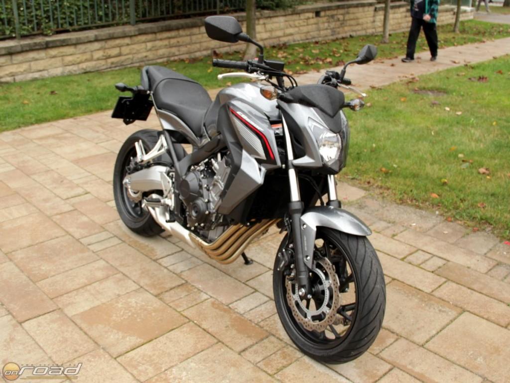 A Honda CB650F kellőképpen vagány és agresszív megjelenésű, mindemellett nagyon kompakt felépítésű motorkerékpár