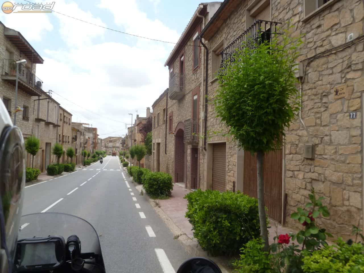 Szebbnél szebb katalán falvakon át vezetett az utunk