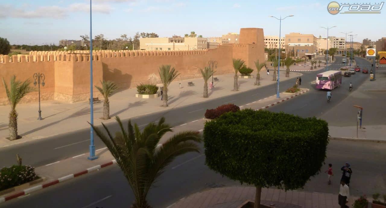 Kilátás a szállodai szoba erkélyéről Tiznitben