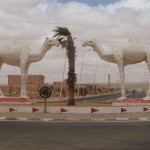 Marokkó túra onroad 81 Tevék a kapunál