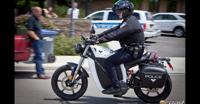 brammo-enertia-police-nyitó