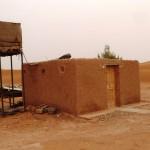 Marokkó túra onroad 108 Szaharai luxus, vizesblokk a táborban