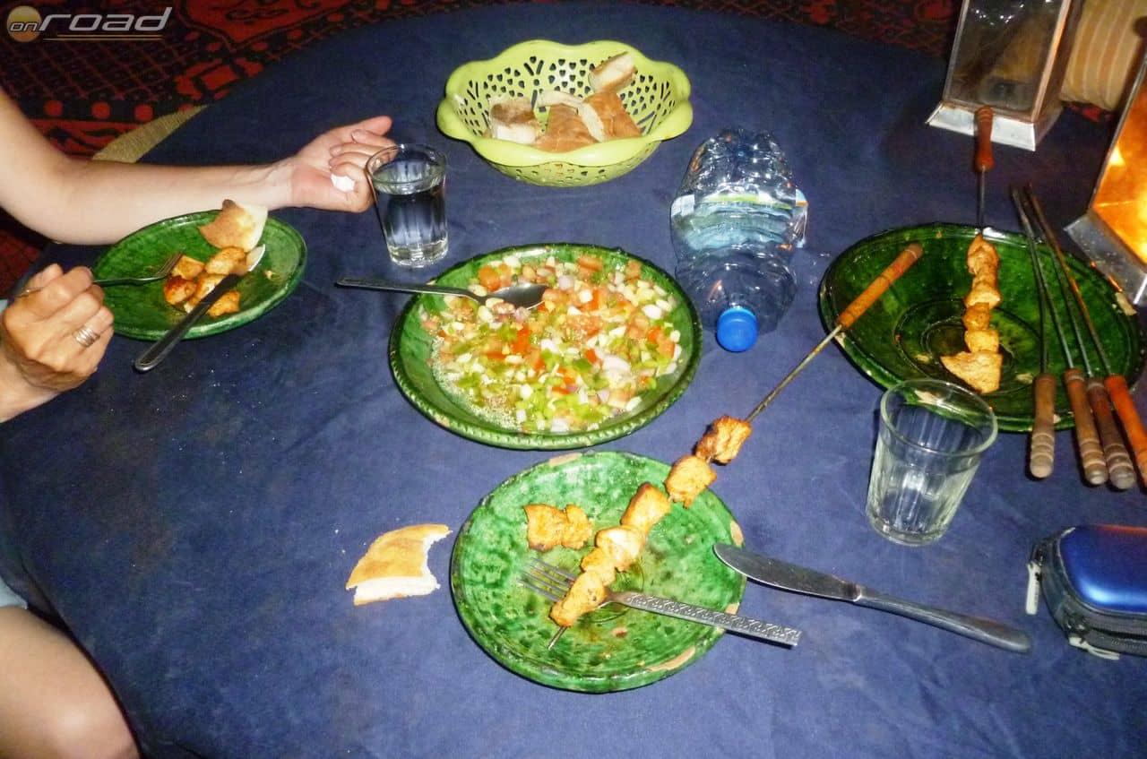 Szaharai vacsora: homok mindenben...