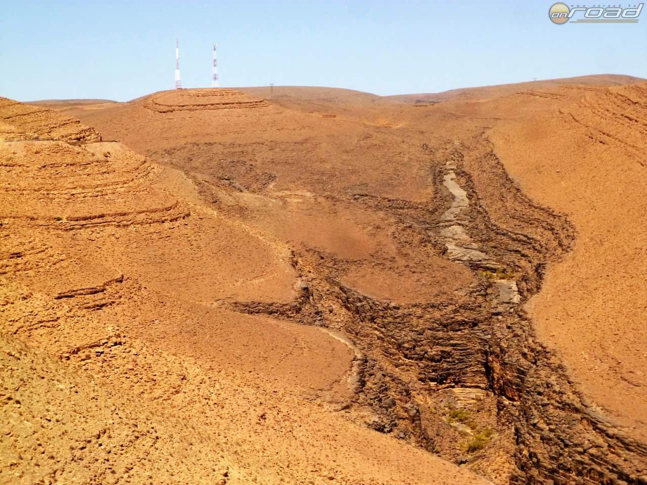 Itt gyűlik össze az a vízmennyiség tavasszal, ami tízezreket éltet végig a Draa mentén