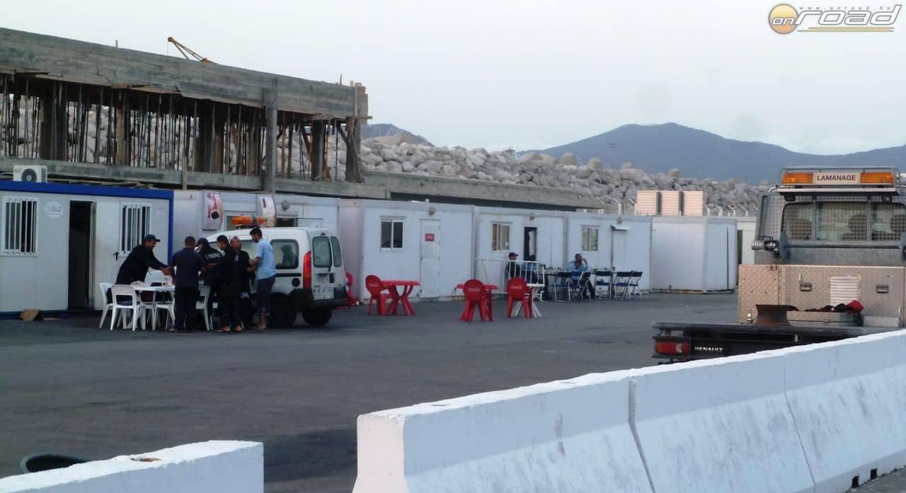 Vége a ramadánnak: a kikötői helyiek készülnek esti reggelijükre