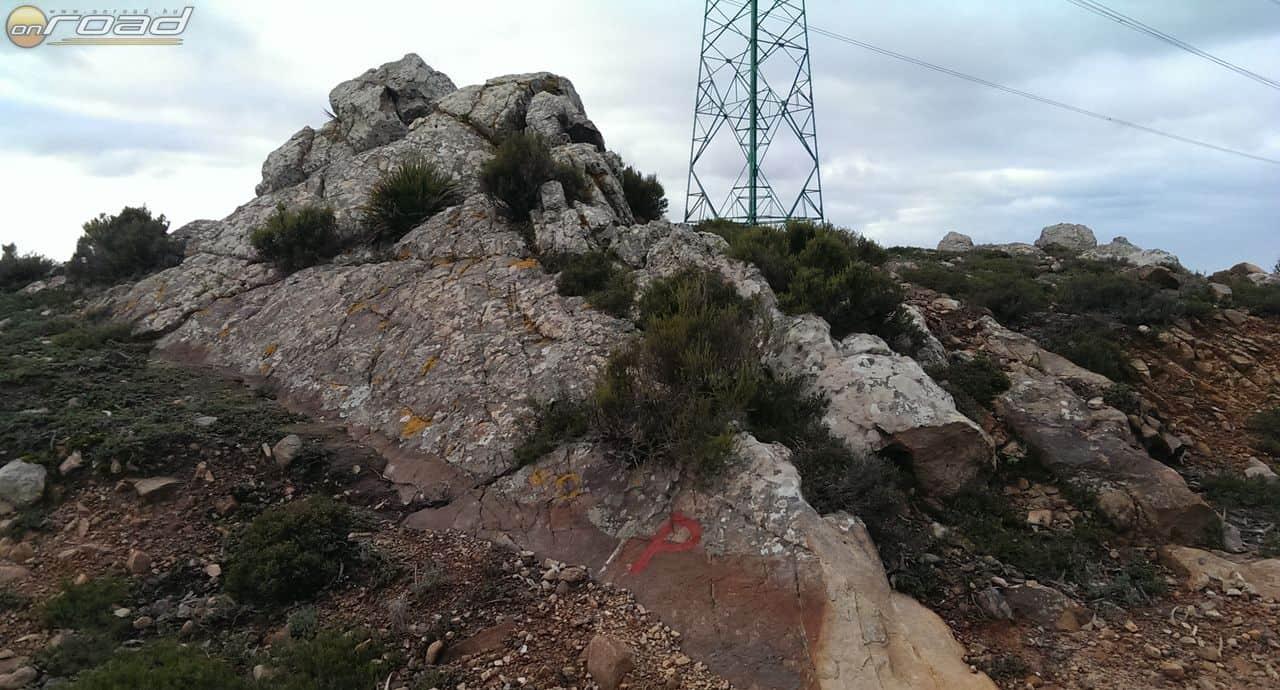 Az egyik keresett pont a szikla alján (azt hiszem itt kaphattunk defektet)