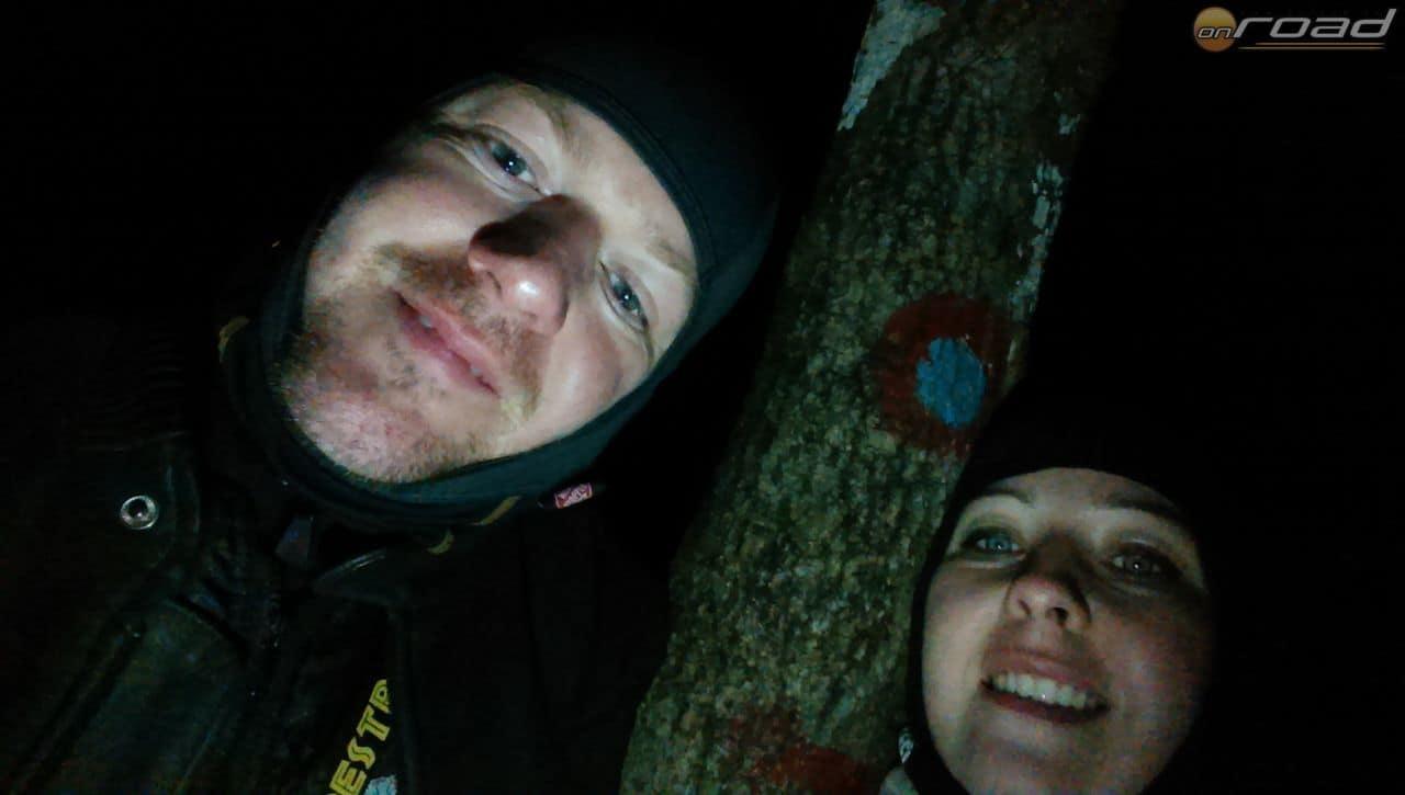 Éjszaka, sötétben és gyalog leltünk fel 12 ilyen turistajelzést