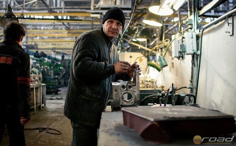 A munkakörülmények igazi szocialista nagyüzemet idéznek