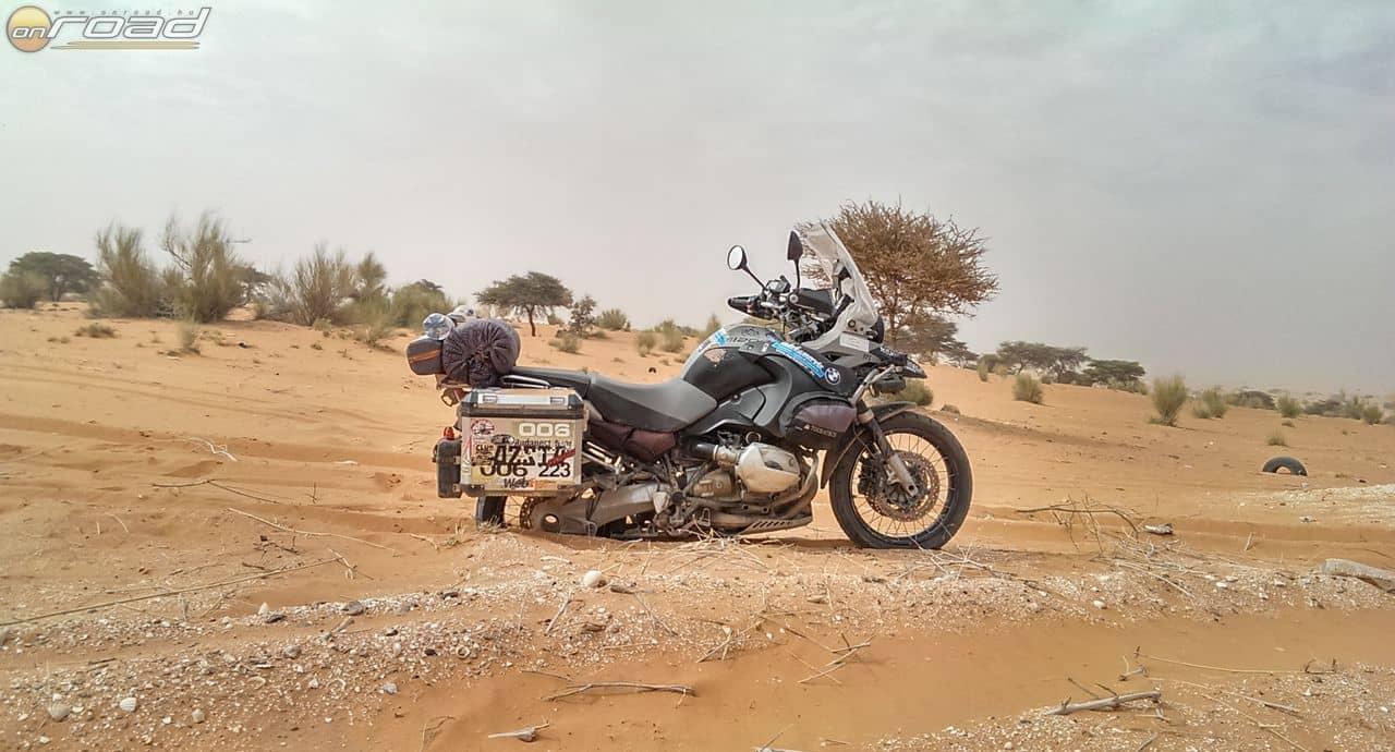 Mauritánia sivatagi részén teltek az órák
