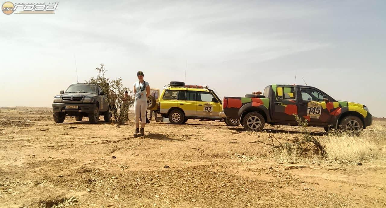 Autós csapatunk, akikkel a baleset után együtt csapattunk