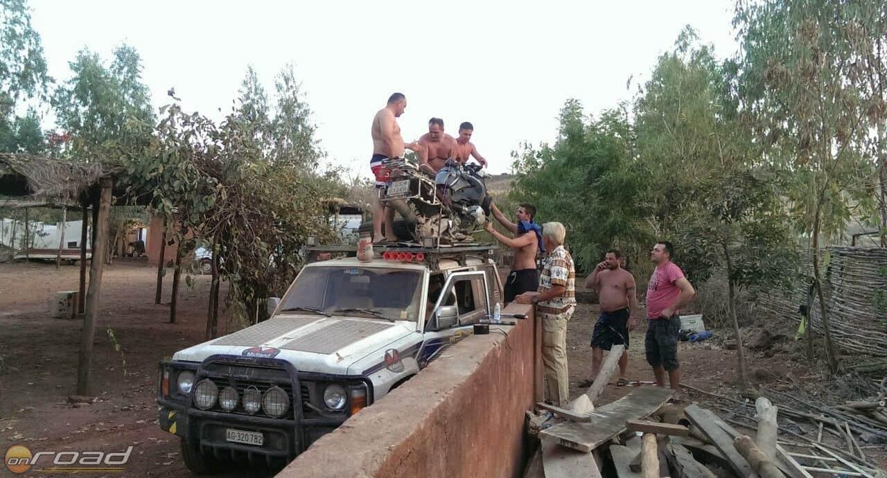 Megy a tanakodás, hogy rögzítsük a GS-t a Patrol tetején