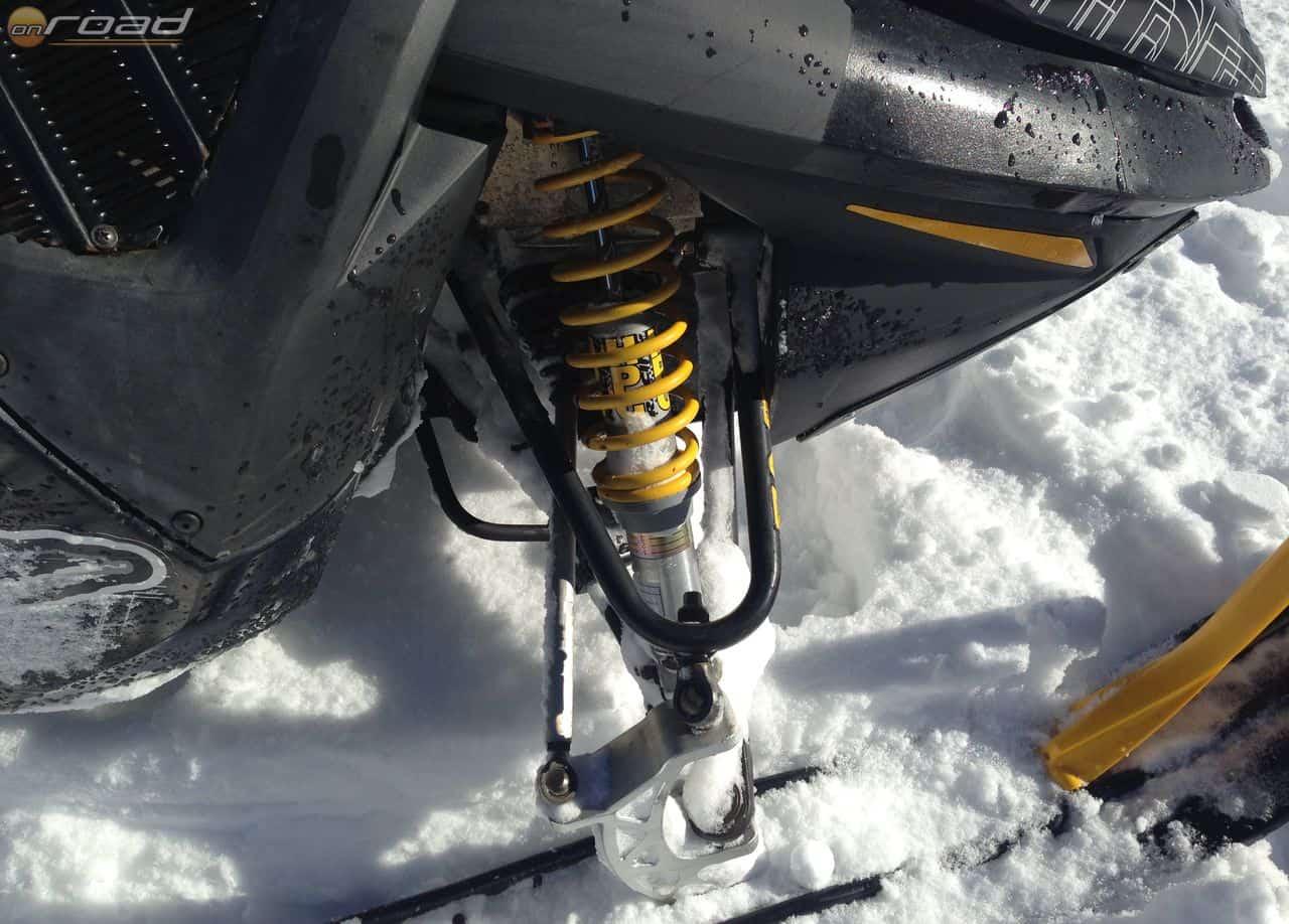 Hiába puha a hó, nagyon komoly futómű kell az ilyen gépek alá
