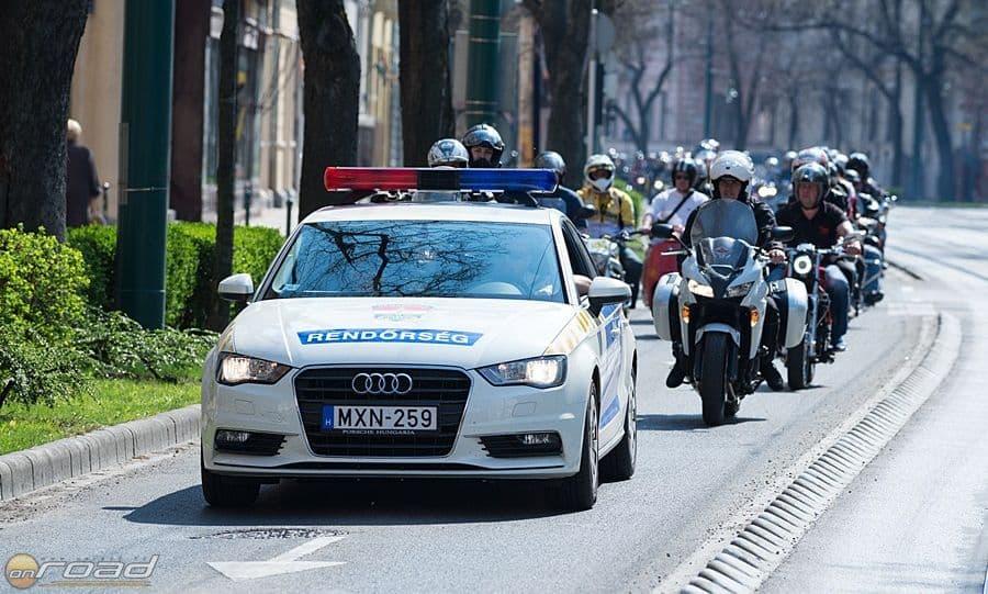 Rendőri felvezetéssel és biztosítással motoroztuk körbe a várost