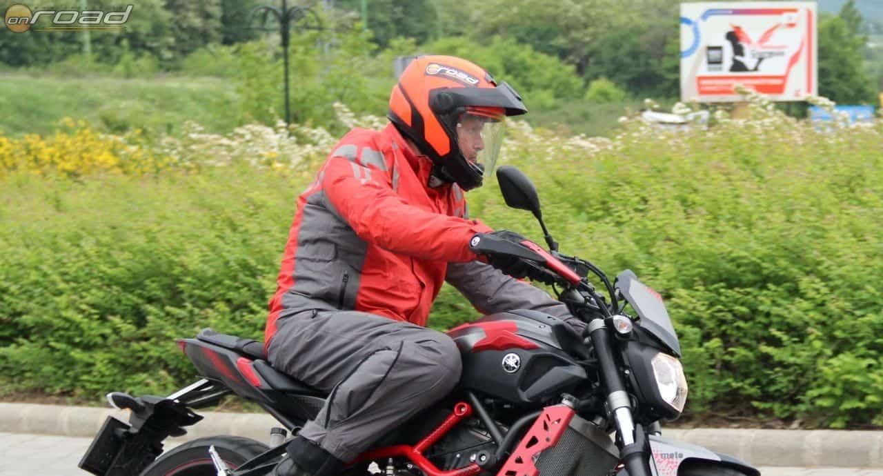"""Naked bike-on sem halk, amelynek ma már rájöttem az okára: az állvédő két kis szélterelője a ludas. Még jó néhány motoron ki akarom próbálni, mielőtt döntenék a """"sorsáról"""""""