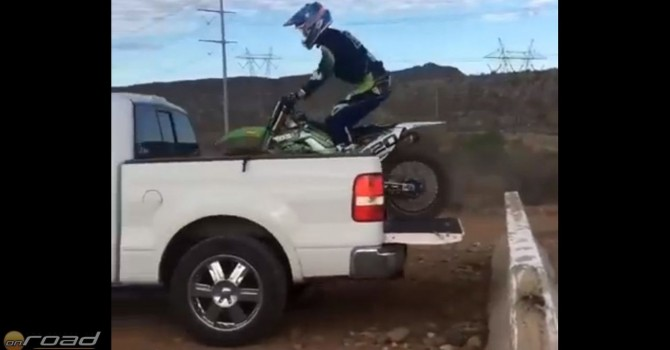 motorral pickup platójára onroad