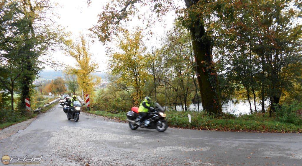 A fegyelmezett csapatban motorozás elengedhetetlen részvételi feltétel