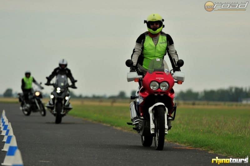 Egy jó szervező arról is gondoskodik, hogy megtanulj biztonságosan motorozni