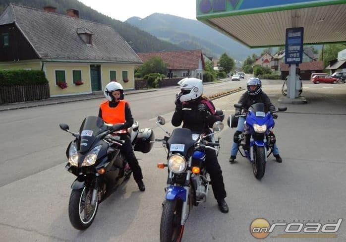 A CsAM csapat az egyik ellenőrzőponton (Fotó: Bike Maraton Egyesület)
