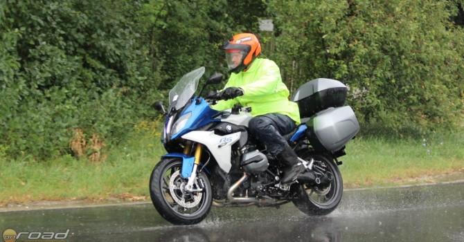 A fotózás során nem volt szerencsénk az időjárással, így nem tudtuk képen is bemutatni, milyen könnyű vele kanyarodni