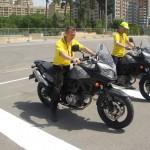 Útvonalbiztosítás Baku túra Onroad 20150609_Barátkozás a szűzlányokkal