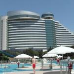 Útvonalbiztosítás Baku túra Onroad 20150610_004_A szálloda az aquapark felől