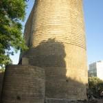 Útvonalbiztosítás Baku túra Onroad 20150613_A régi kőtorony