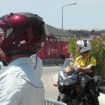 Útvonalbiztosítás Baku túra Onroad 20150613_Verseny előtti pillanatok a vezető bíróval