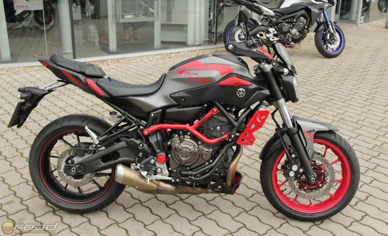Az MT-07 Moto Cage főként külsejével tűnik fel