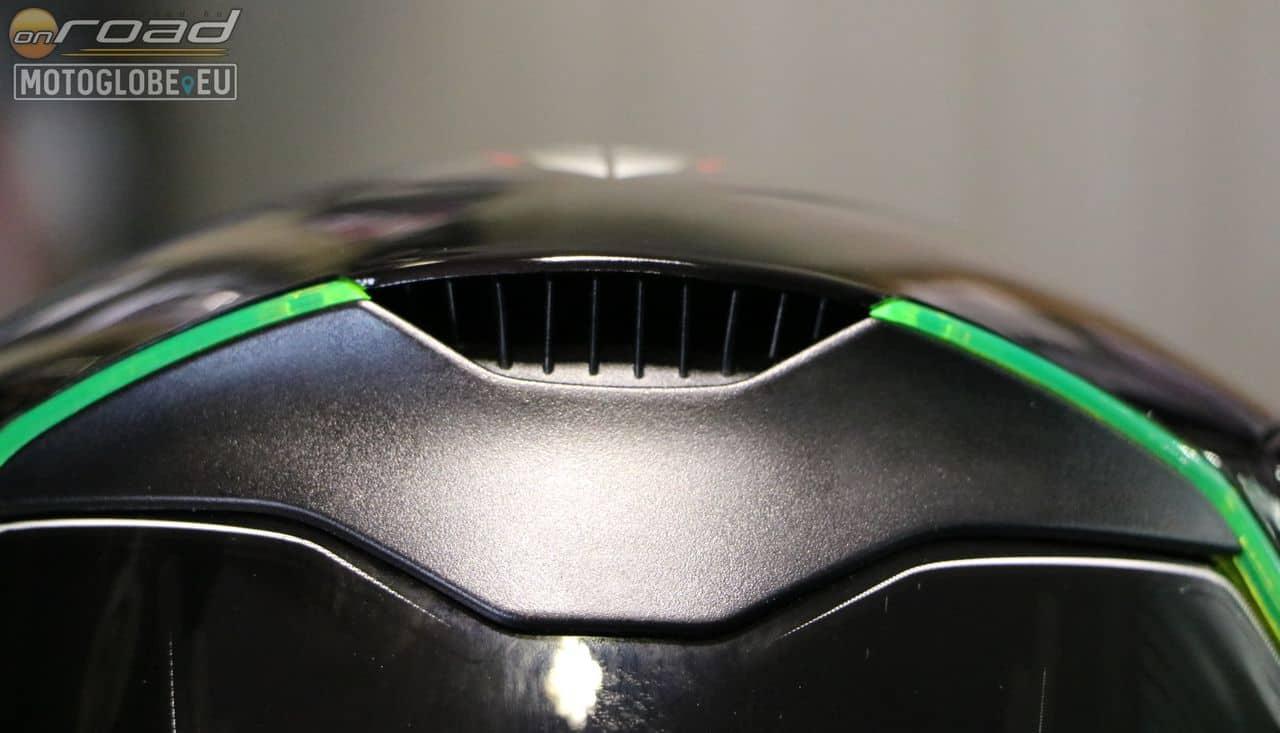 A belső felmelegedett levegő hátsó kilépőnyílása is méretes