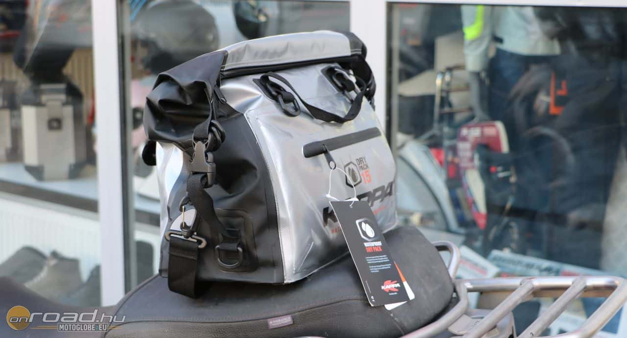 A DryPack 15 alapvetően a Kappa aludobozának belső táskája, de kívülre is felszerelhetjük. Beázni nem fog!