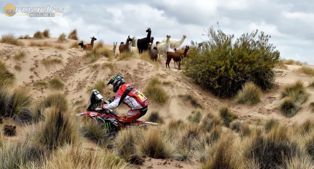 """Helyi """"nézők"""" Bolíviában. A képen amúgy Ricky Brabec"""