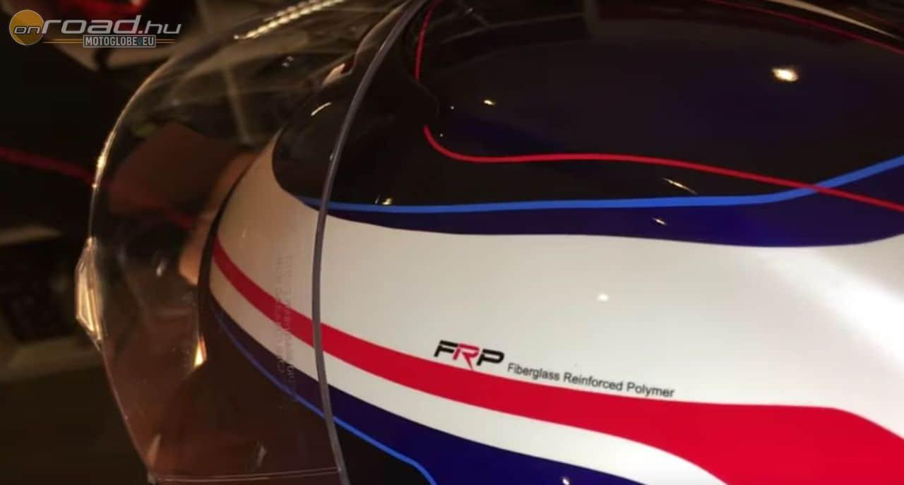 FRP, azaz fibergrass reinforced polymer. Az üvegszál könnyű és erős egyszerre