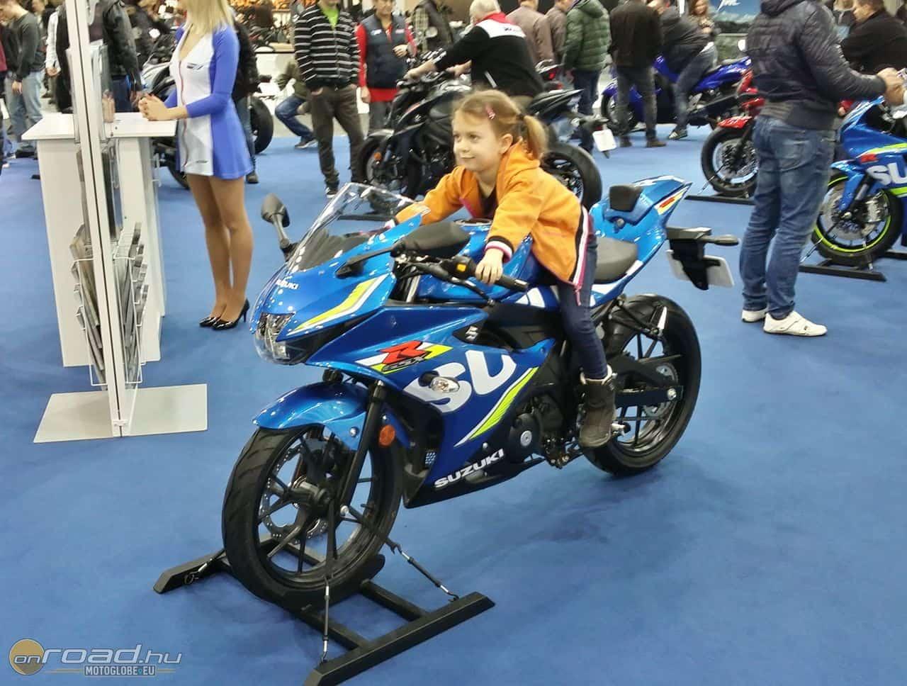 Néhány év és apunak vennie kell egy Suzuki GSX-R 125-öt