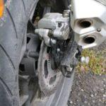 150-es hátsó gumi, ABS-es fék