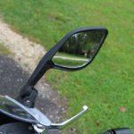 A tükör a foncsor sarkának nyomogatásával állítható