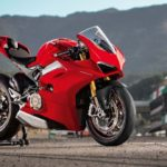 2018-Ducati-Panigale-V4-onroad-01
