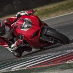 2018-Ducati-Panigale-V4-onroad-010