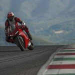 2018-Ducati-Panigale-V4-onroad-012