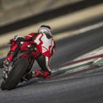 2018-Ducati-Panigale-V4-onroad-013