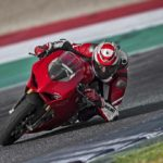 2018-Ducati-Panigale-V4-onroad-014
