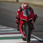 2018-Ducati-Panigale-V4-onroad-017