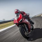 2018-Ducati-Panigale-V4-onroad-020