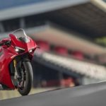 2018-Ducati-Panigale-V4-onroad-023