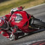 2018-Ducati-Panigale-V4-onroad-025